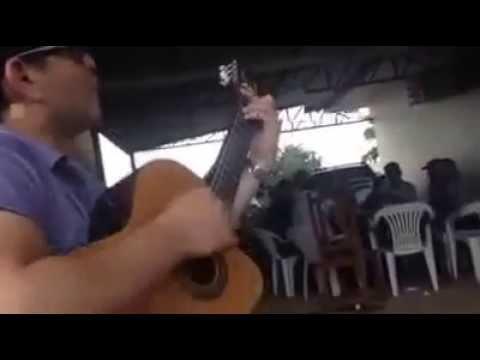 Imitando o cantor José Rico