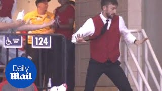 Houston Rockets usher busts out incredible dance moves - Daily Mail