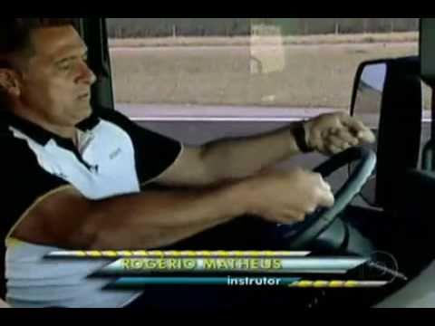 Comparativo de caminhões no auto esporte.