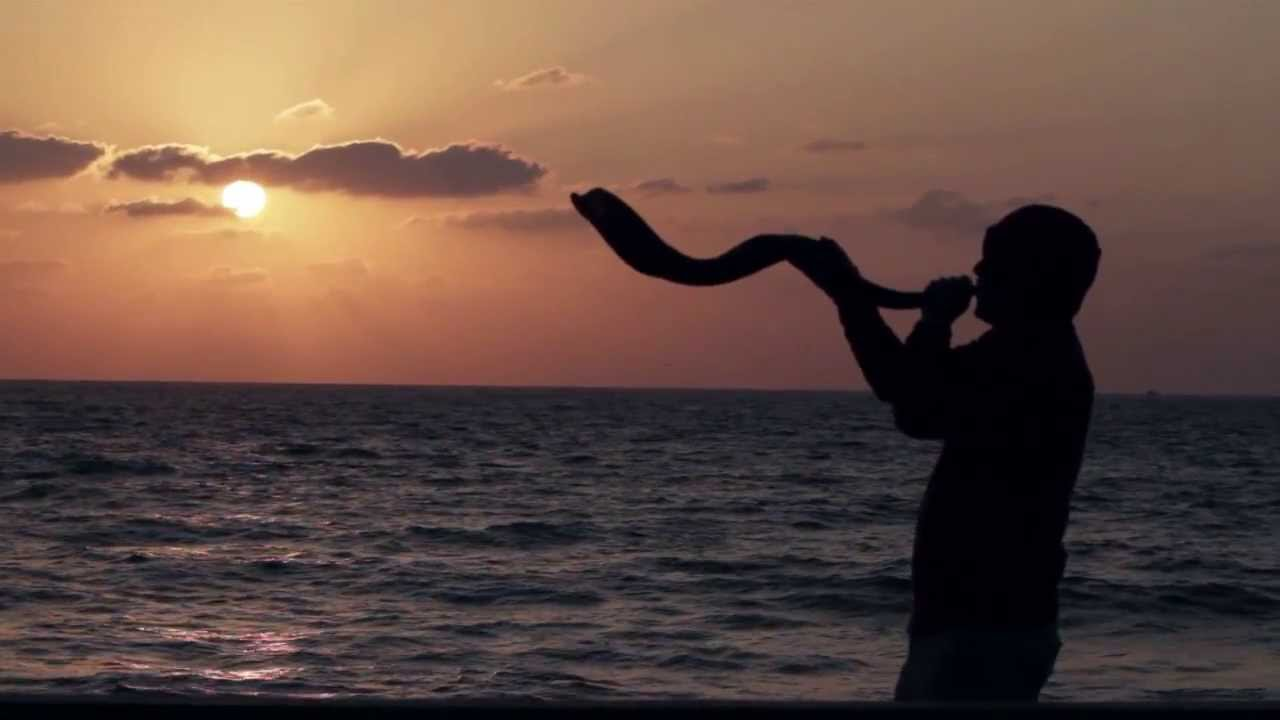 Displaying 17> Images For - Shofar Blowing...