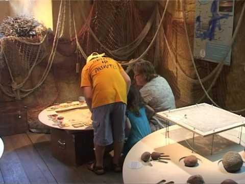 Смотреть видео В Вентспилсском музее бушует море