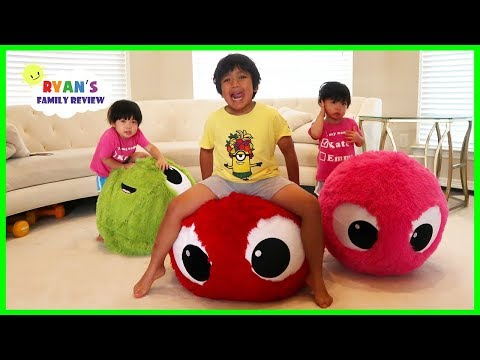 Giant Balls Bounce Toys Fun Pretend Play with Ryan, Emma and Kate!!!