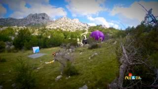 Ini adalah balon udara pertama yang terbang di bawah tebing