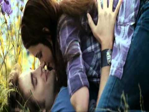 Edward and Bella Kissing in Twilight Eclipse