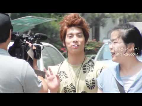[FANCAM] 110530 Cute Jonghyun Eating Lollipop @ Immortal Song 2 recording Part 2