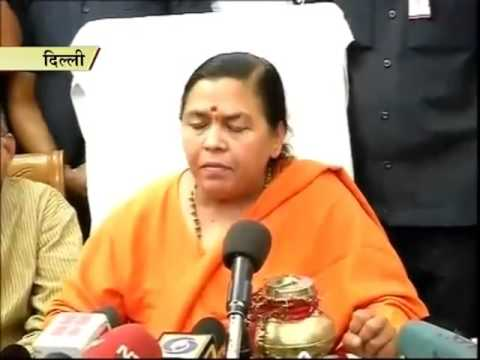 Smriti Irani education row: Uma Bharti questions Sonia's academic qualification