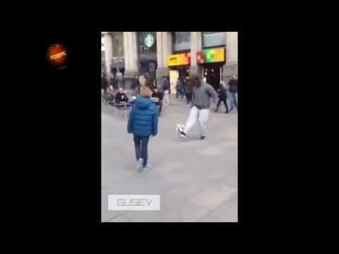Ronaldo đóng giả người vô gia cư chơi bóng trên đường phố