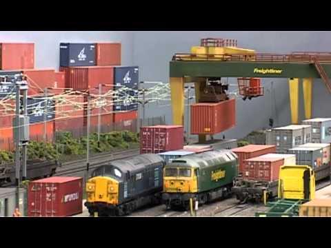 Warren Lane working Freight Terminal OO 00 HO Fabulous!