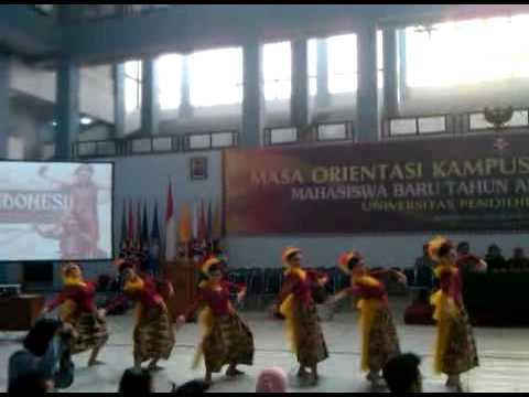 Kabumi and friend - Goyang karawang (angklung+dance)