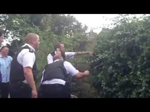 UK metropolitan police arrested 2 venomous snakes in London