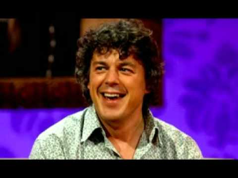 Alan Davies does his Olivier Giroud Impression