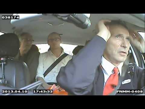 رئيس الوزراء النرويجي يتحول إلى سائق طاكسي