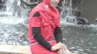wali band-gadis berkerudung merah-adinda maniz