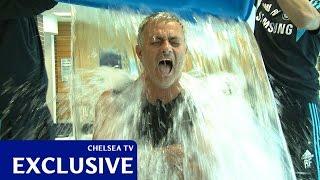 Ook Mourinho waagt zich aan de ice bucket challenge...