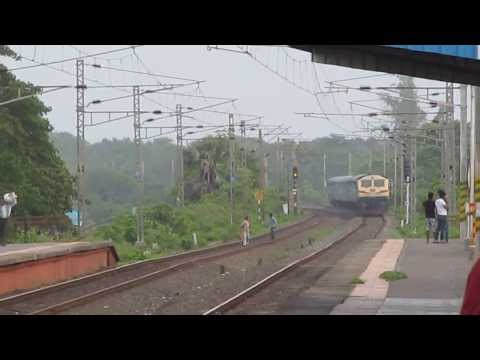 PUNE WDG4 in WR !! Jyotirlinga Bharat Darshan Special at Umroli !!