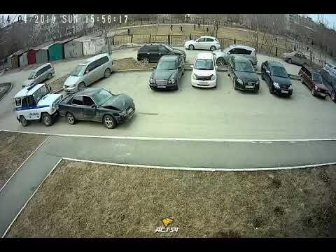 Новосибирец в попытке сбежать от полицейских протаранил их машину