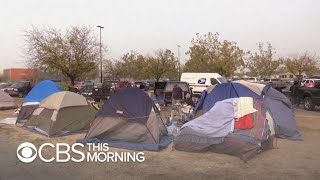 With nowhere to go, wildfire evacuees set up camp in Walmart parking lot