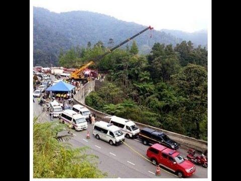 Kemalangan bas jatuh gaung di KM3.6 Jalan Genting-Karak l 21 Aug 2013