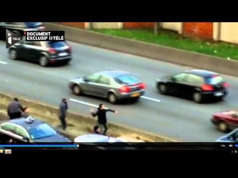 image vidéo Des taxis grévistes caillassent des VTC