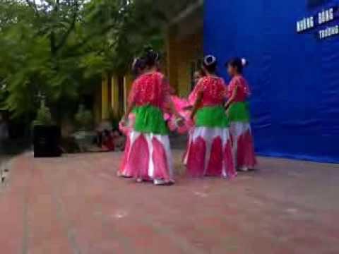 Múa 'Người thầy năm xưa' Lớp 5A Trường tiểu học Đáp cầu