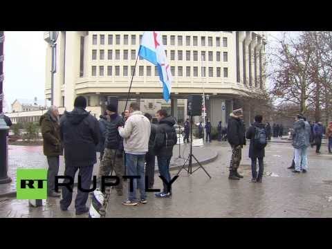 Ukraine: Pro-Russians rally in front of the Supreme Council of Crimea