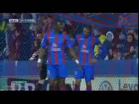 Keylor Navas incredible saves (Messi, Xavi, Messi shots) | Levante - Barcelona 1-1 | 19/01/2014