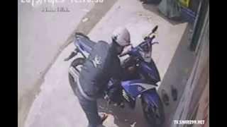 Trộm Exciter bị bắt vì tham lam lấy thêm laptop
