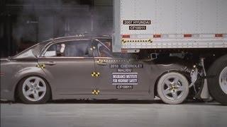 Kamyona arkadan çarpan araç - IIHS