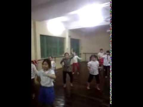 nhay gangnam style(nha thieu nhi ha dong)