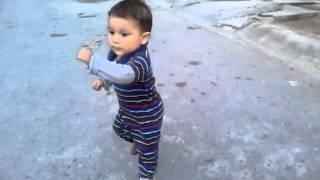 Increible bebé bailando
