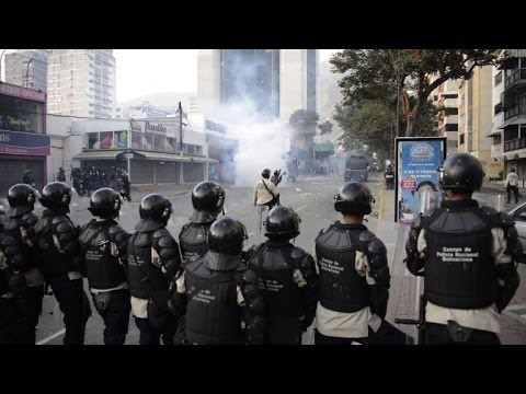 Venezuelan students clash with police in anti-Maduro protest