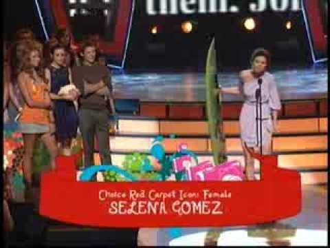 Selena Gomez accepting her AWARDS in TCA 09!
