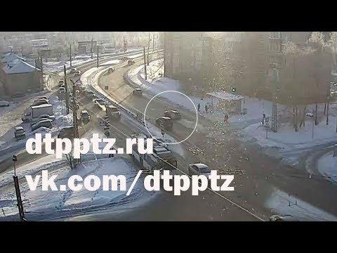 Гонки на Комсомольском проспекте привели к групповому ДТП