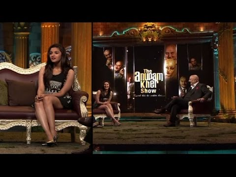 Alia with Mahesh Bhatt in 'The Anupam Kher Show'