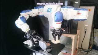 Robot haciendo un sandwich con huevo