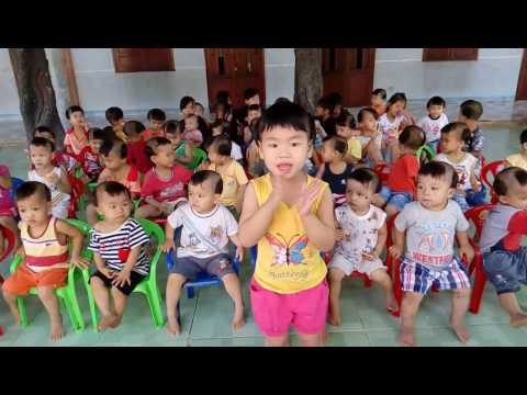 Thăm các em nhỏ mồ côi ở chùa Thiện Tâm