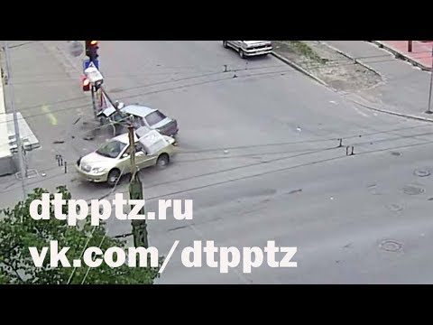 Вечером на Красноармейской столкнулись два автомобиля