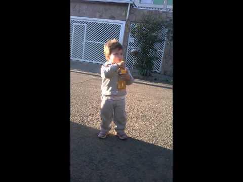 Dançando LEPO LEPO com 2 Anos de Idade..KKKKKKKKKKK