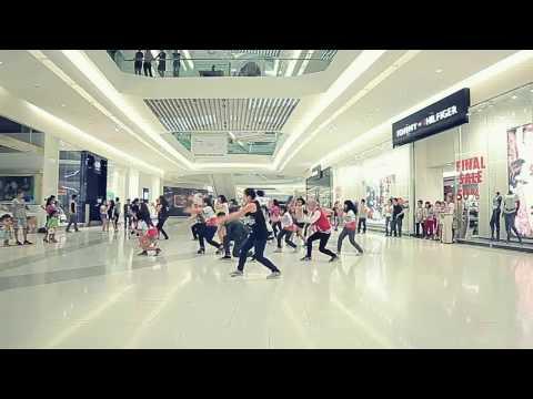 Clip nhảy Flash mob của sinh viên trường RMIT