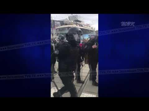 Нескольких человек задержали бойцы ОМОНа во время митинга в Новосибирске