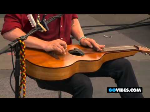 "John Butler Trio Performs ""Treat Yo Momma"" at Gathering of the Vibes 2011"