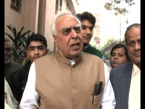 Tablet Aakash to be available in market after March '14: Sibal