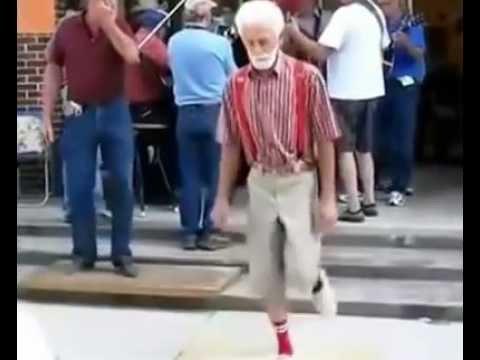 Hodně přísnej děda tanečník! :-O