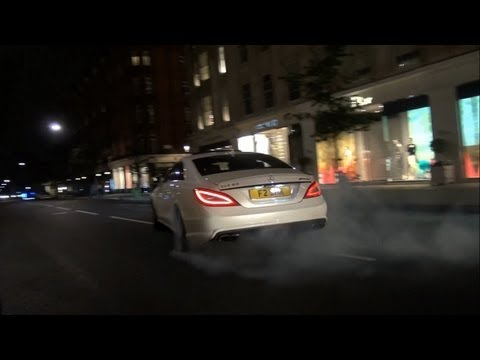 BURNOUT: Mercedes wheelspins in streets of London!