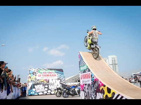Biểu diễn mô tô bay mạo hiểm tại Vietnam Motorcycle Show 2016