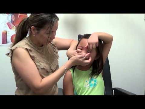 Sáng kiến từ người mẹ để đeo Ortho-K lenses cho các bé nhỏ hơn 8 tuổi...