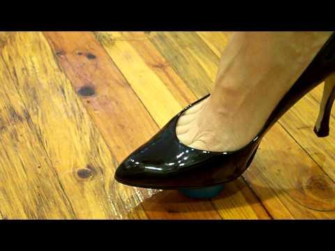 close up black patent toe cleavage pumps egg crush