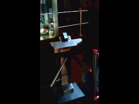 Tornello a Tripode controllo accessi con tornello e lettore RFID per controllo accessi TBA4000RF