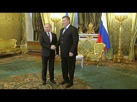 Viktor Yanukovich negoceia com Vladimir Putin em Moscovo