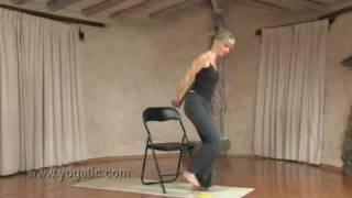 Yoga z krzesłami dla poczatkujących